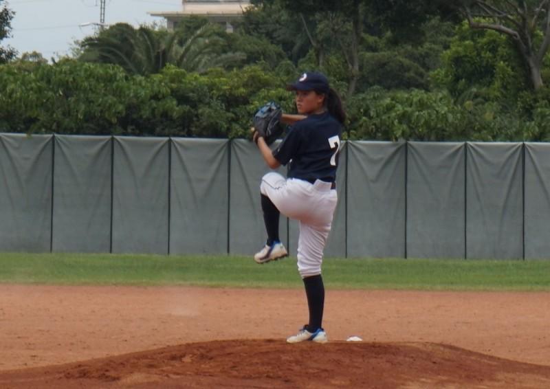 林庭瑋趁著國中寒暑假時參加棒球營,並在高中時與幾名有興趣的同學組棒球社,請公民老師擔任教練。(林庭瑋提供)