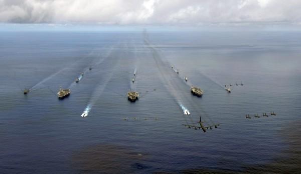 美方指出,會有更多國家軍艦通過台灣海峽。圖為美軍在太平洋海域進行演習畫面。(路透)