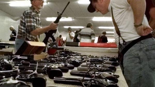 美國佛州通過新法案,准許教師在校園中配槍。示意圖,與本新聞無關,圖為去年舉行的「南佛州槍枝展」。(美聯社)