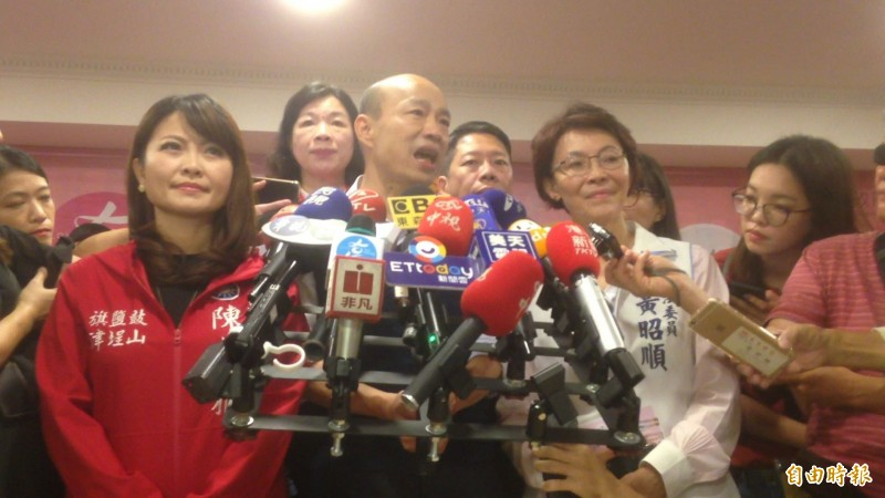 韓國瑜說,黃議員(黃捷)提出自貿區概念可改變產業生態。(記者黃旭磊攝)