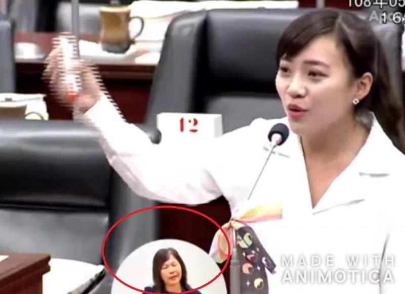 有眼尖網友發現,現場幫忙翻譯的手語老師也疑在韓國瑜回答「發大財」時忍不住「嘆氣」。(擷取自打馬悍將粉絲團)