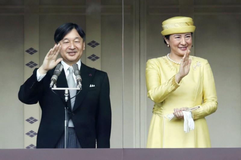 日本德仁天皇即位後,今(4日)和雅子皇后在皇居首次接受民眾朝賀。(美聯社)