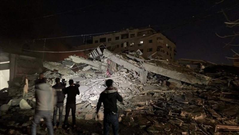 土耳其國家通訊社位在加薩走廊的辦公室遭到以色列戰鬥機攻擊,辦公室因遭到戰機至少發射5枚火箭而倒塌,土耳其總統艾多根對此予以強烈譴責。(圖擷自推特)