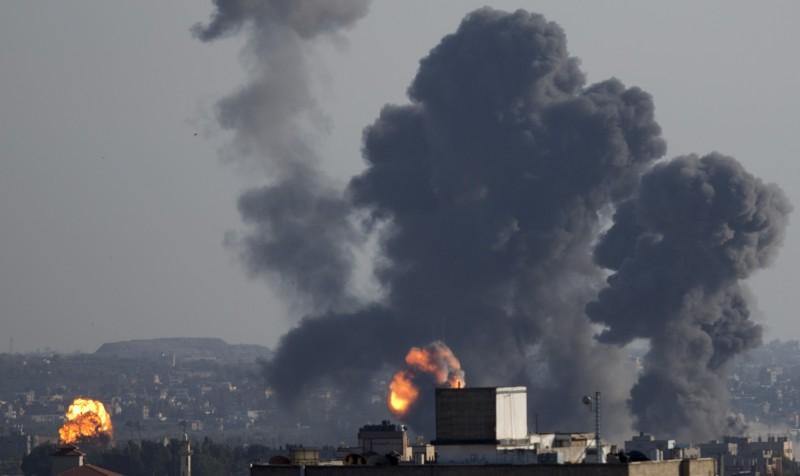 加薩邊界正遭逢數週來最嚴重暴力衝突,繼激進分子自加薩地區朝以色列境內發射大批火箭後,以色列也對加薩走廊展開報復空襲。(美聯社)