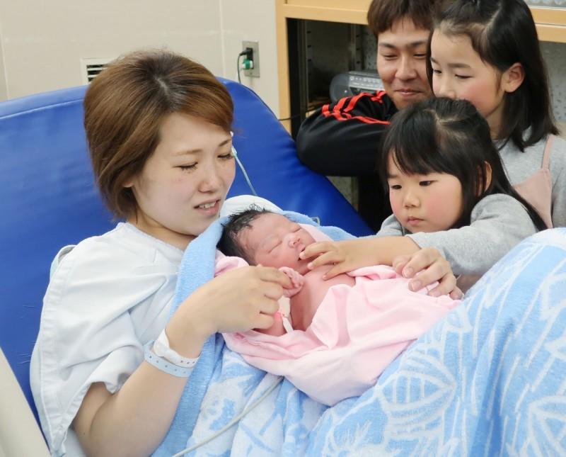 根據日本政府統計,日本兒童人口連續38年呈下降趨勢,14歲以下人口僅約1500萬人,創1950年以來新低。圖為情境照。(法新社)