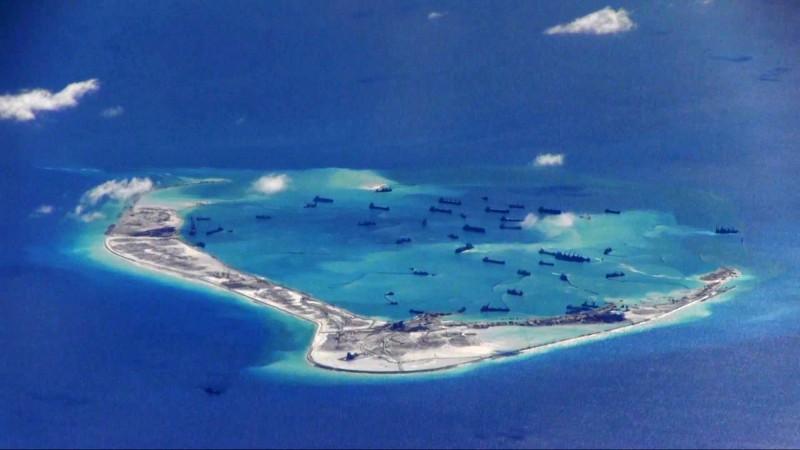 菲律賓政府週日(5日)表示,誓言捍衛該國在南海爭議海域的領土主權。圖為南海美濟礁,實際上為中方控制。(路透)