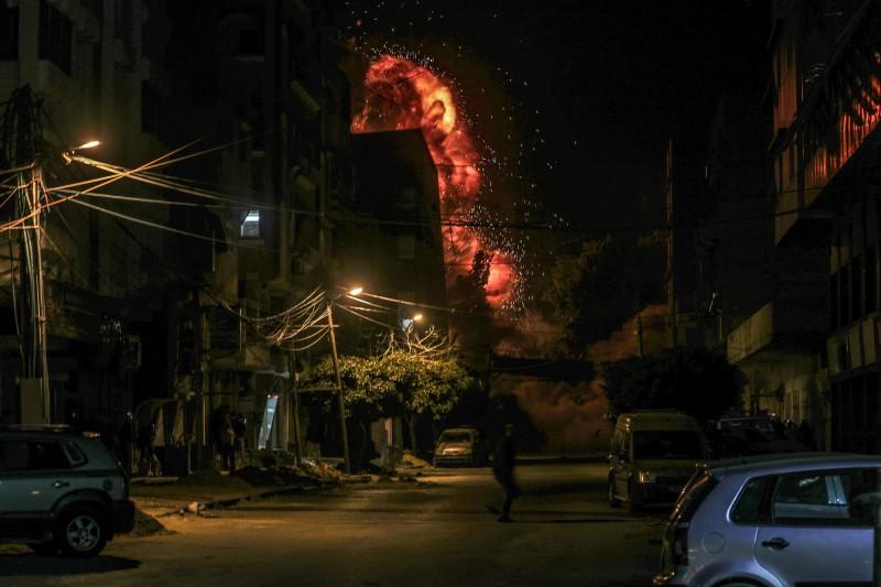 週六時巴勒斯坦武裝份子曾朝以色列南部發射了大約250枚火箭、砲彈,以色列也發動空襲擊對加薩走廊展開報復空襲。(歐新社)