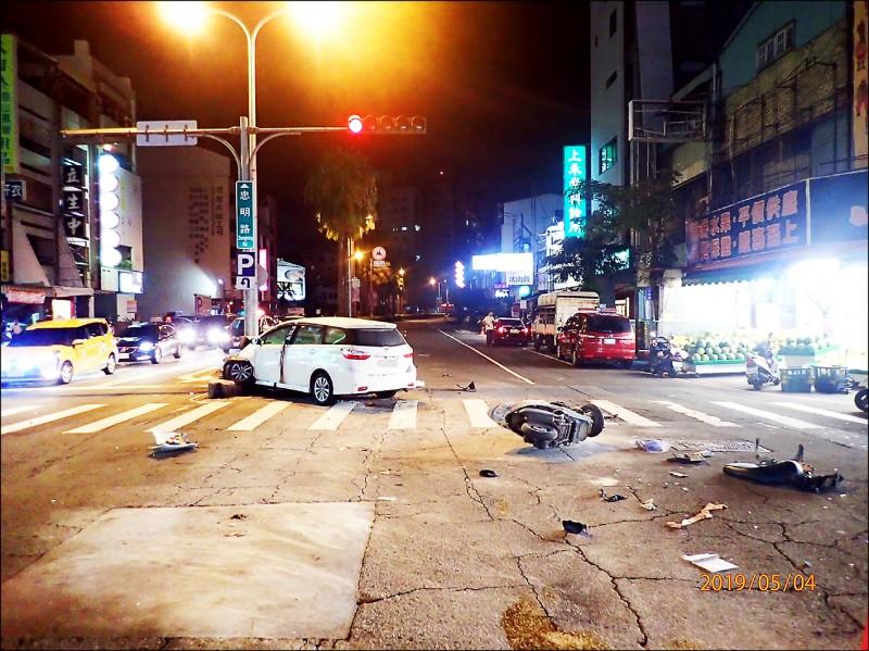 黃姓男大生騎機車與休旅車發生碰撞,不幸喪命。 (記者許國楨翻攝)