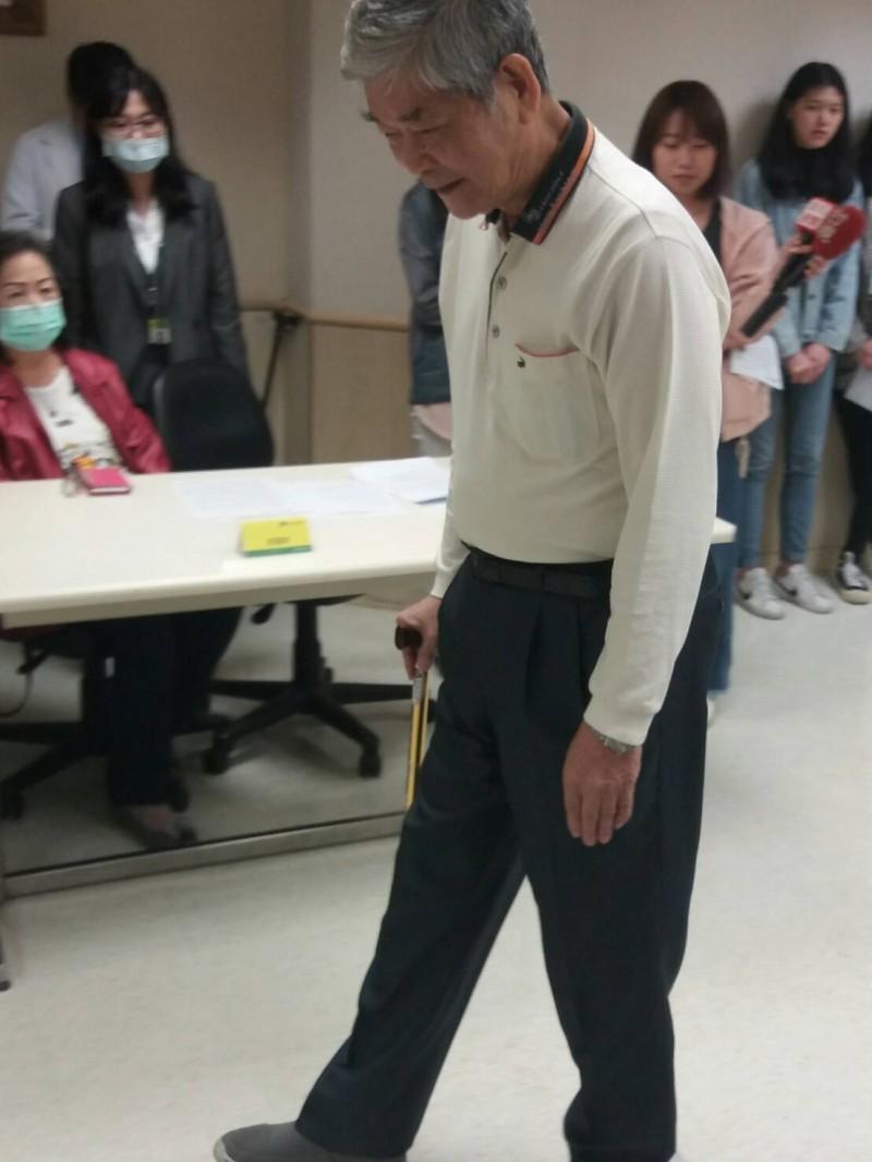 腳中風患者可能會有走走停停的症狀。(國泰醫院提供)