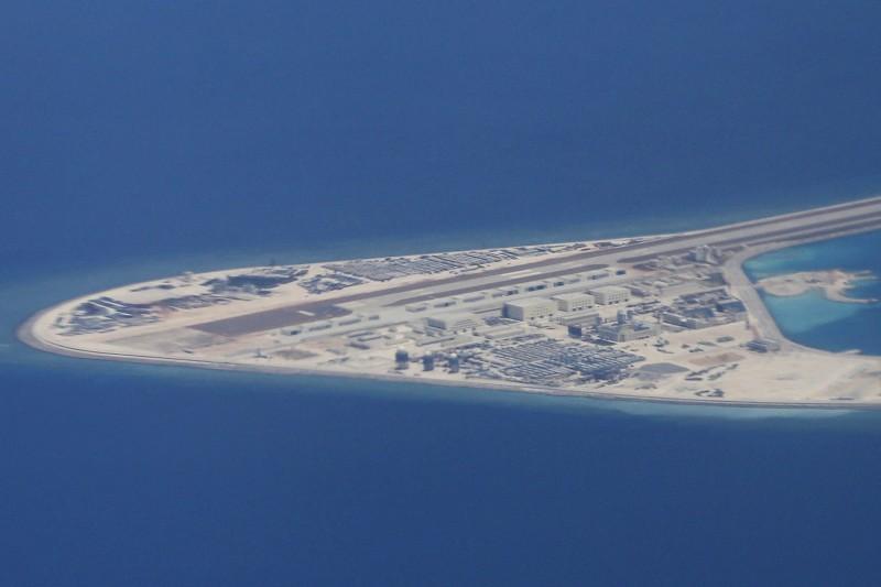 美軍第七艦隊發言人宣布,2艘飛彈驅逐艦「鍾雲號」及「普瑞布爾號」今駛入南沙群島赤瓜礁、南薰礁12海里範圍內。南沙群島示意圖,圖為渚碧礁。(美聯社)