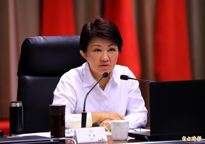 台中市長盧秀燕表示,台中國際機場發展計畫內容對中部人不公平。(記者張菁雅攝)