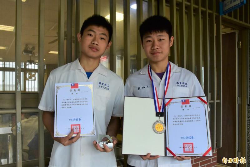 羅東高工機械科的賴炳文、賴秉志,是學長、學弟也是兄弟,兩人在全國技能競賽獲得佳績,預計9月決賽相約再戰。(記者張議晨攝)