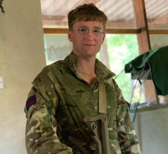 英軍冷溪衛隊第一營近衛兵塔博特(Mathew Talbot)不幸於非洲馬拉威的反盜獵行動中,遭大象輾斃。(圖取自英國國防部網站)