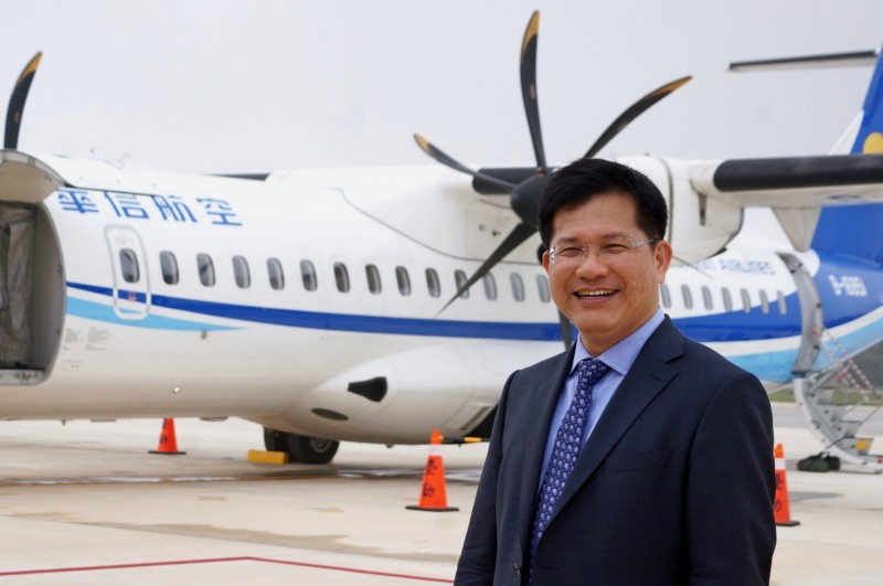 交通部長林佳龍強調,台中機場發展計畫在中央規劃的部分,將持續推動。(交通部提供)