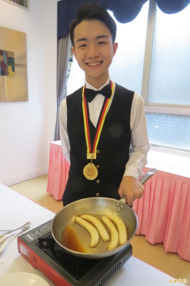 呂昱賢狂切千根香蕉摘餐服類金牌。(記者蘇孟娟攝)
