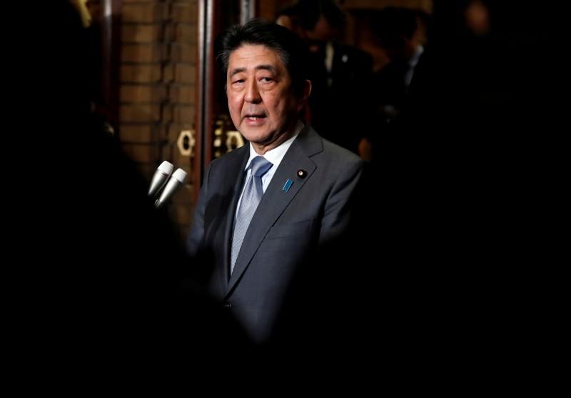 面對人口高齡化、人口減少問題,日本首相安倍晉三想在5年內引進約34.5萬名外籍勞工。(路透社)