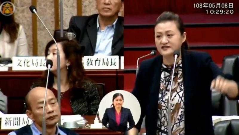 韓國瑜拒絕正面回答問題,表示「我愛台灣的心不會比你少一分,你愛台灣的心不會比我多一分」。(擷取自高閔琳臉書)
