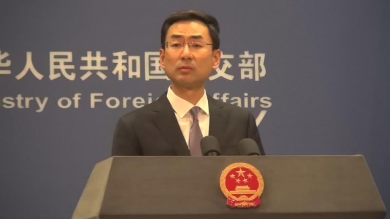 中國外交部6日例行記者會時,耿爽不正面答覆媒體,卻鬼打牆說「有關部門就是有關的部門,無關的就不能稱為有關部門」,要記者去找「有關部門」詢問,別再問他。(中央社)