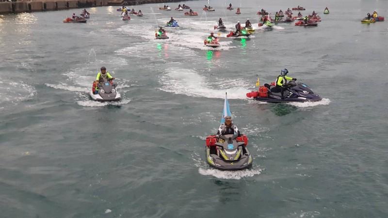 47輛水上摩托車編隊從花蓮港出發,將挑戰跨越黑潮出國去石垣島。(水上摩托車協會提供)
