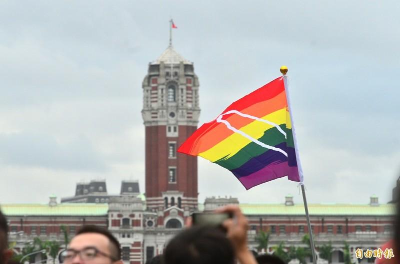 婚姻平權大平台說,目前進入協商的各版本同婚專法專法草案中,只有行政院版本肯認「同性婚姻」,是唯一既符合公投結果、又符合釋字748號解釋意旨的版本。(資料照)