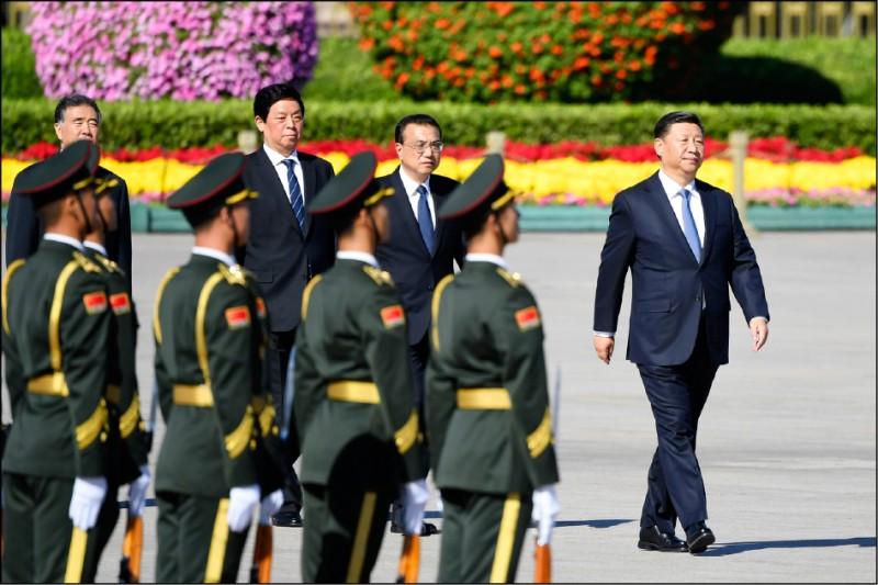 中國自從霸權崛起後,無時無刻不對著台灣政治指指點點,檯面上一定層級以上的,不要說行動了,光是言詞上犯了共產黨的「天條」,肯定隔海伺候,輕是文攻,重則武嚇,即使主子不親自出馬,也會囉嘍盡出。(法新社檔案照)