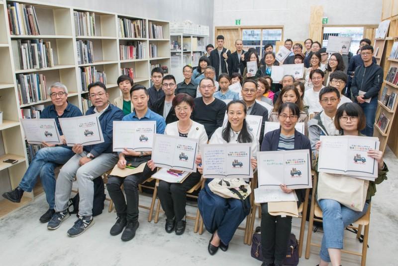 台灣第一家攝影圖書館「Lightbox攝影圖書室」,今在台北市溫羅町商圈正式開幕,歡迎民眾到這個非營利的攝影圖書館,自由和免費地認識攝影。(Lightbox攝影圖書室提供)