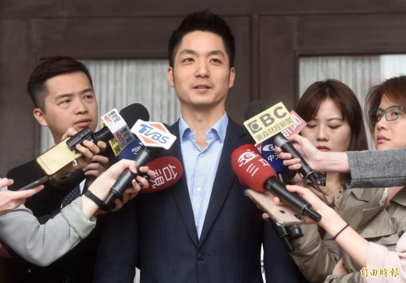 國民黨立委蔣萬安遭韓粉恐嚇,10日受訪時表示已經請警方協助處理,也提出告訴,未來就等警方調查。(記者簡榮豐攝)