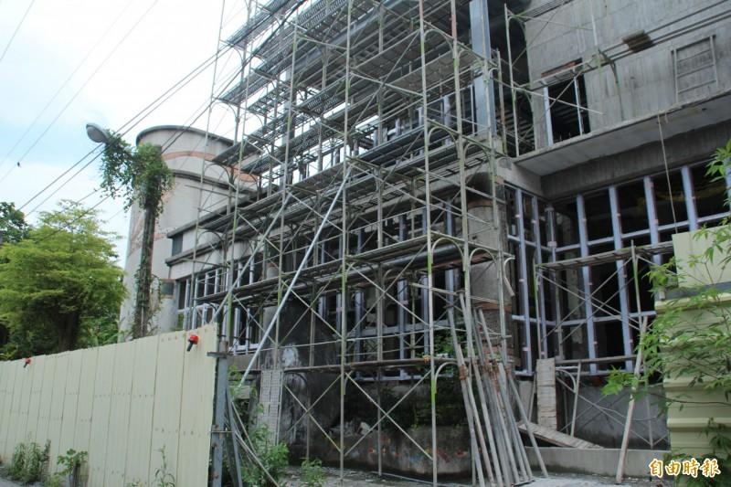 花蓮縣文化局在2015年徵詢壽豐鄉公所同意,將1983年興建的豐田市場作為考古文化館建置基地,預計年底完工。(記者王峻祺攝)