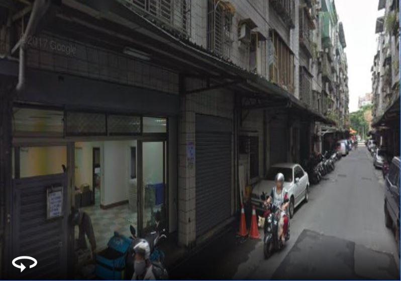 新北市板橋鬧區今天下午傳出男子遭蛇咬傷送醫;圖為事發的板橋信義路一帶。(擷取自Google地圖)