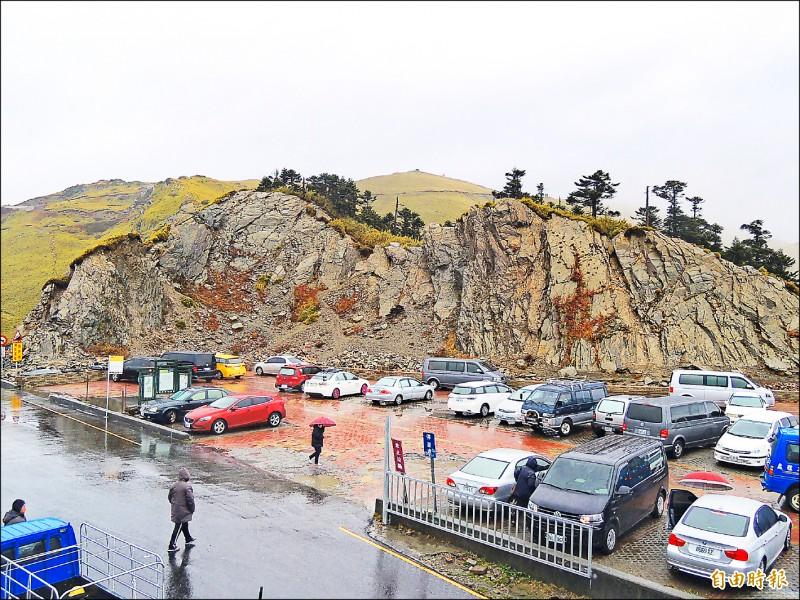 合歡山武嶺停車場東勢林管處預計五月十三日起封閉整修。(記者佟振國攝)