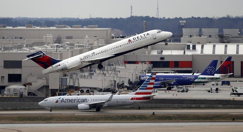 達美航空發生女乘客試圖在空中打開緊急逃生門自殺的事故,幸好班機平安降落。達美航空示意圖。(歐新社)