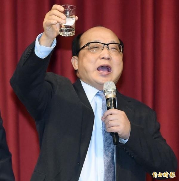 在兩岸媒體人北京峰會上,中國全國政協主席汪洋訓示台媒要努力宣傳「一國兩制」,當時胡志強就坐在台下,令外交官劉仕傑直批「你當過外交部長ㄟ!汪洋的話,你吞的下去?」(資料照)