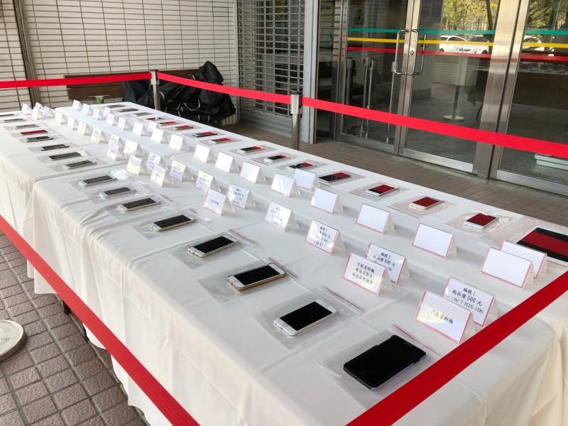 許姓業者叩客用iPhone手機今年一月才拍賣。(南投地檢署提供)