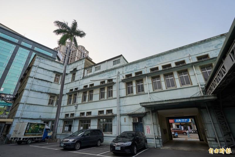 已83歲的新竹市市定古蹟「新竹專賣局」,現改稱為台酒公司新竹營業所,是現代主義建築代表,台酒公司將啟動修復活化計劃,打造成台北松菸的觀光文化場域。(記者洪美秀攝)