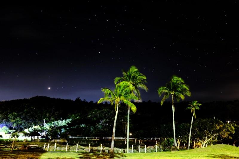 滿州光害少、星空美麗。(記者蔡宗憲翻攝)