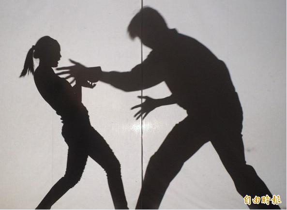南部一科技大學吳姓講師被控酒後強吻女學生,被依違反性騷擾法判2個月徒刑,得易科罰金6萬元,全案仍可上訴。(示意圖)