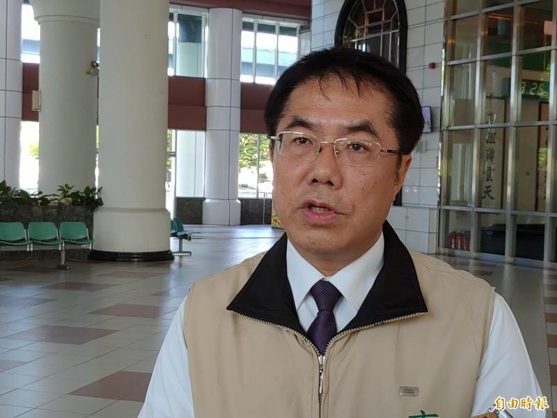 黃偉哲表示,到目前為止,國旗是台灣的最大公約數,大家應該尊重這面旗子。(記者蔡文居攝)