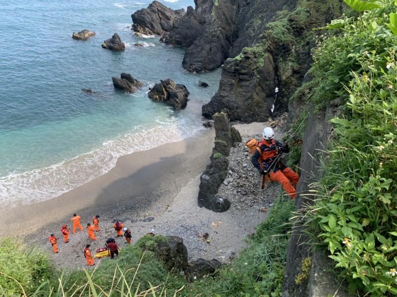 到南方澳觀景 女子摔落30公尺懸崖獲救送醫