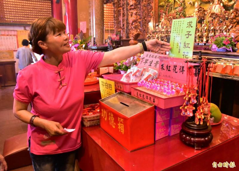 宜蘭市南館市場頂樓的南興廟,為宜蘭縣最高的求子廟,香火鼎盛。(記者張議晨攝)