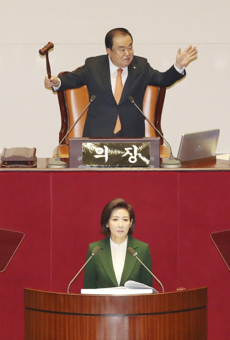 韓國議會議長文喜相日前要求日本天皇道歉的一席話,使得「日韓議會未來對話」陷入了僵局。(歐新社)