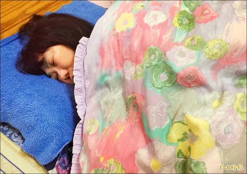 醫師提醒睡眠不足、時數不規律或午睡時間過長,肥胖機率會增加。圖中人物與新聞事件無關。(記者羅碧攝)