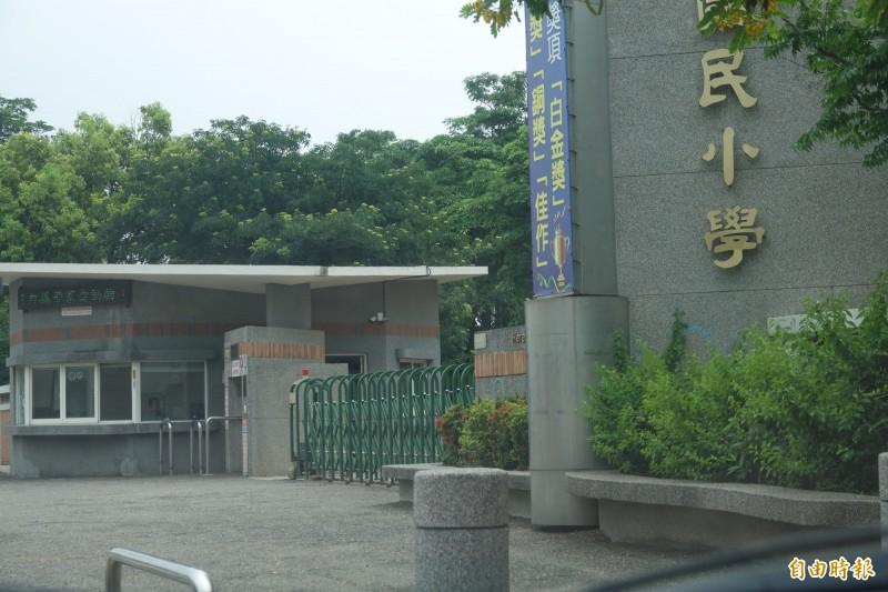 驚!國小校園假日出現裸男快閃?