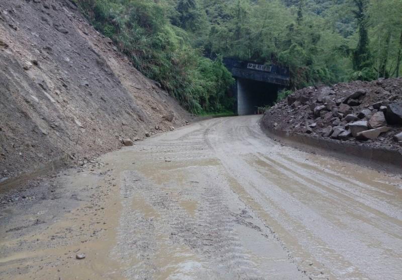 台21線新中橫公路,日前發生落石阻斷,經過搶修後已於上週恢復雙線雙向正常通行。(記者劉濱銓翻攝)