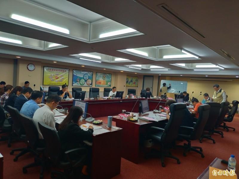 台北市議會財建委員會安排北市產業發展局與所附屬機關進行工作報告。(記者蔡亞樺攝)