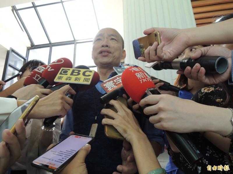 高雄市長韓國瑜透露,明天夜宿有3個目的要達到。(記者王榮祥攝)