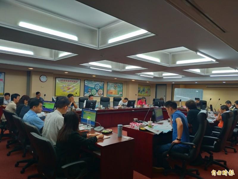 台北市議會財建委員會邀集北市產業發展局等單位,進行年度工作報告。(記者蔡亞樺攝)