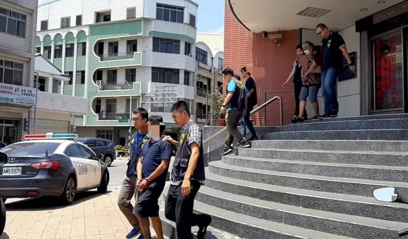 警方將3名烏龍搶匪移送法辦。(記者陳賢義翻攝)