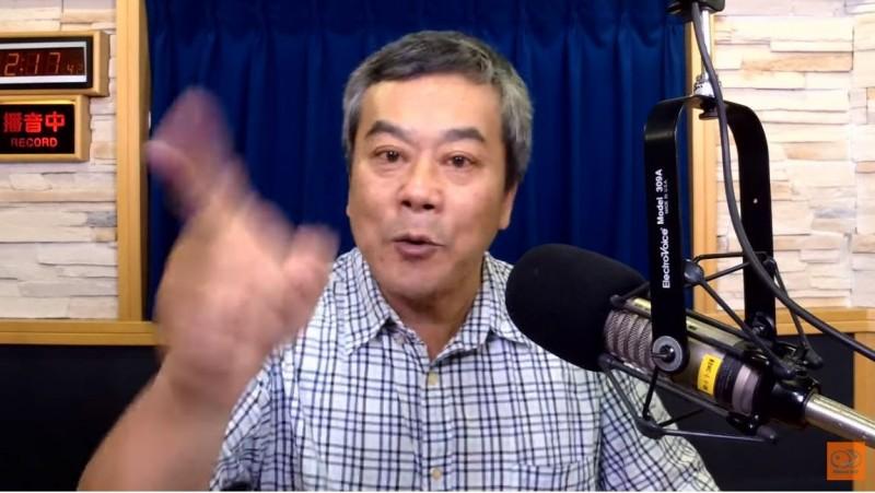 電台主持人董智森14日在節目中三度怒嗆「多數的韓粉是垃圾」!(圖擷取自YouTube「九八新聞台」)