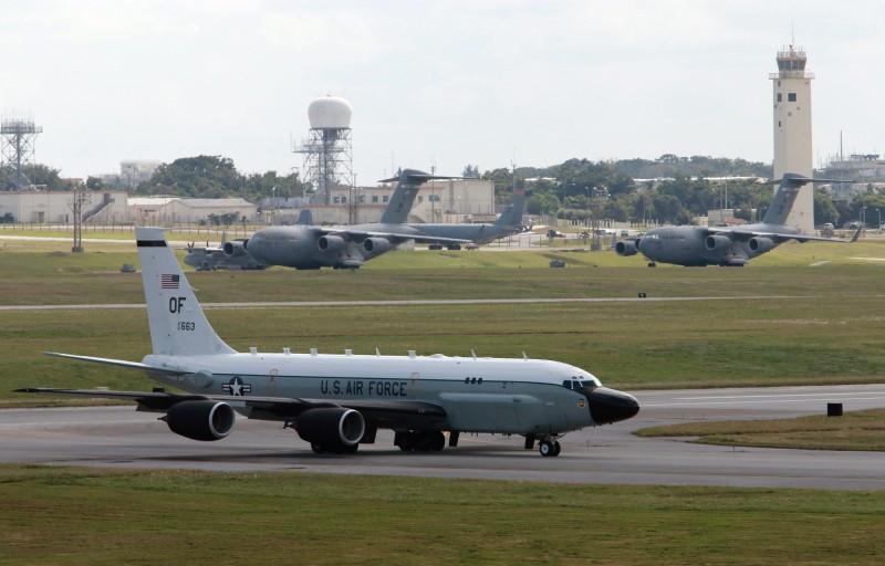 南韓媒體指出,美國一架RC-135W偵察機週二(14日)飛越首爾和其周邊地區。圖為同型偵察機資料照。(歐新社)