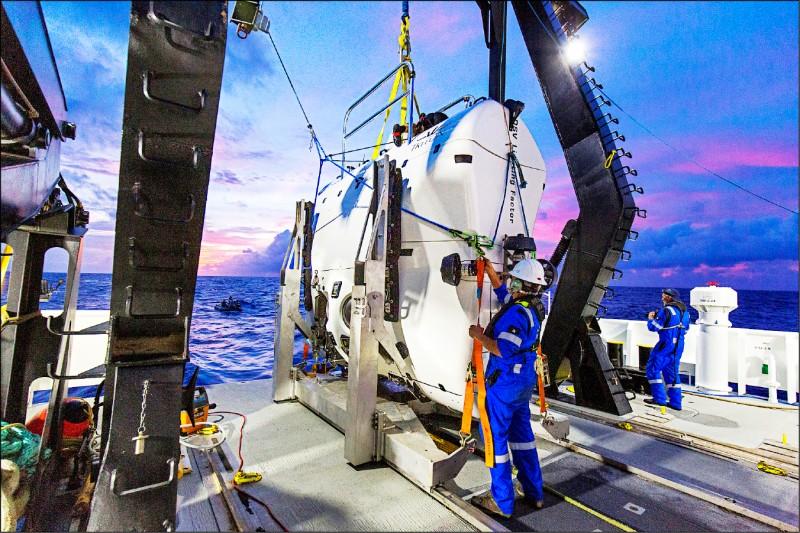 韋斯科沃搭乘「限制因子深潛器」。(路透)